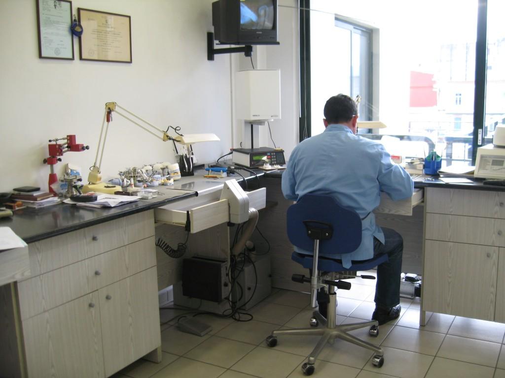 Καραδημητρίου Γεώργιος   οδοντοτεχνικό εργαστήριο bc14529c178